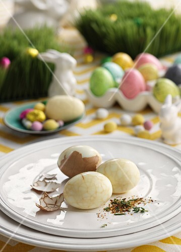 Marbled boiled eggs on an Easter table