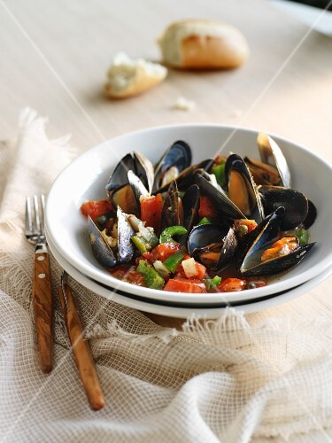 Mediterranean mussels with tomatoes and pepper