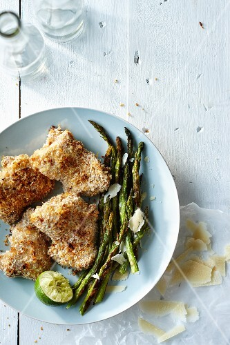 Chicken with a Panko coating and asparagus with Parmesan cheese