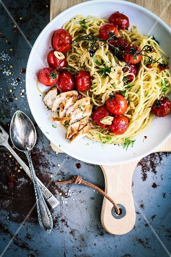 Spaghetti with balsamic tomatoes and chicken breast
