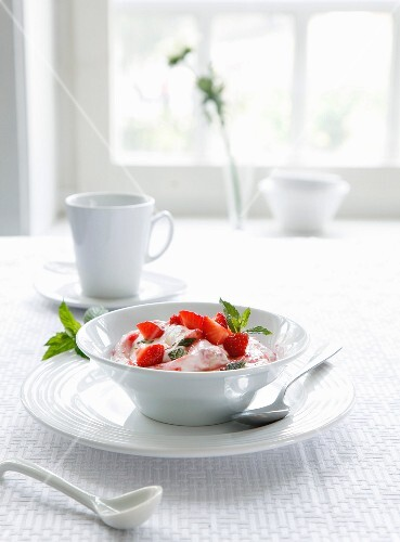 Strawberry quark with mint