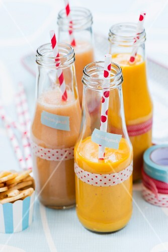 Pear and mango smoothies