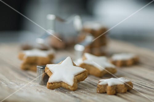 Cinnamon stars and a cutter on a wooden surface