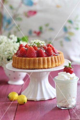 Strawberry cake and cream