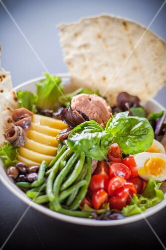 Salad niçoise with grilled unleavened bread