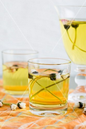 Lemon jelly with daisies