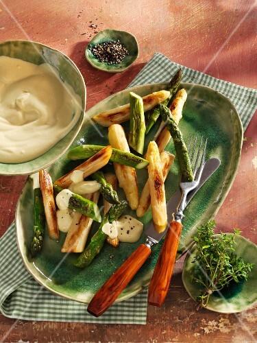 Fried asparagus with vegan Hollandaise sauce