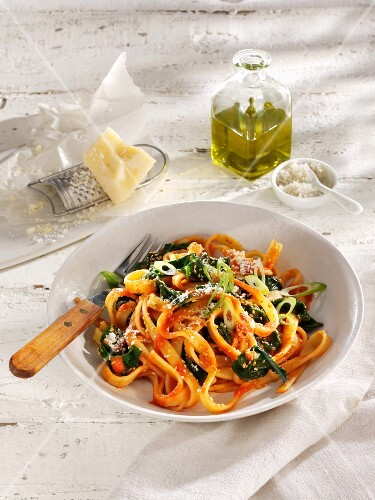 Fettuccine with spinach and Parmesan
