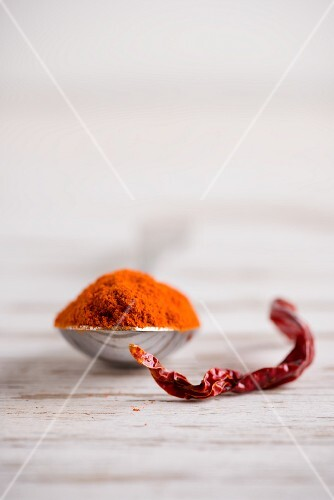 Chilli powder and dried chilli peppers