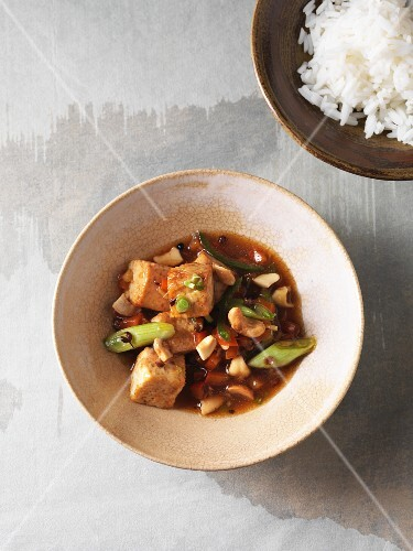 Fried natural tofu with a spicy soy sauce and cashew nuts (vegan)