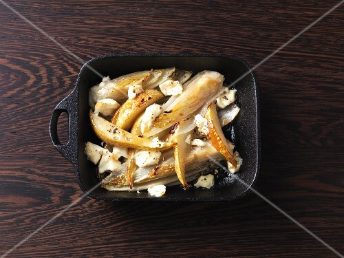 Caramelised, oven-baked chicory with pears and goats cheese
