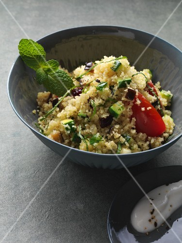 Bulgur salad with tomatoes, aubergines, dates and coriander