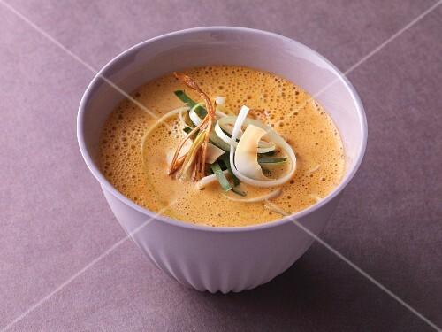 Süß-scharf gewürzte Currycremesuppe mit Kokosmilch
