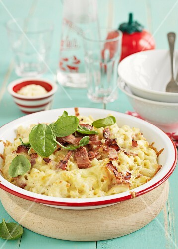Maccaroni with cheese and bacon
