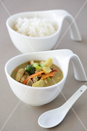 Green chicken curry with steamed rice