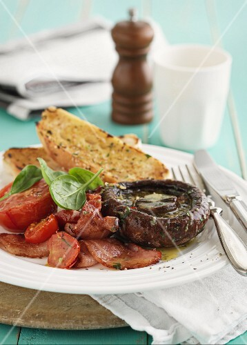 Giant mushrooms with tomatoes, bacon and garlic bread