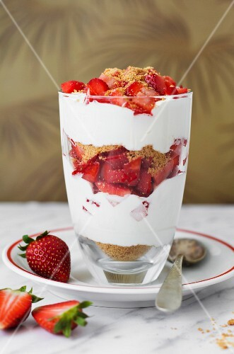 A layered yoghurt dessert with strawberries