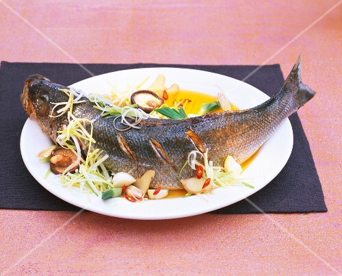 Sea bass with mushrooms and ginger