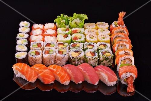 A sushi platter with nori maki, California maki and nigiri
