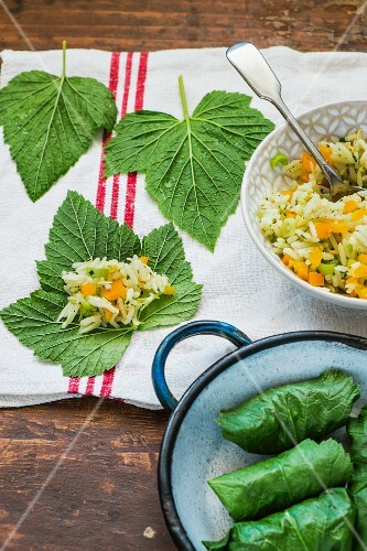 Redcurrant leaves filled with rice
