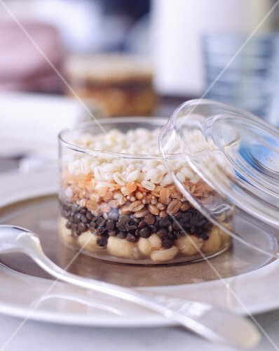 Layers of chickpeas, lentils and wheat in a glass container