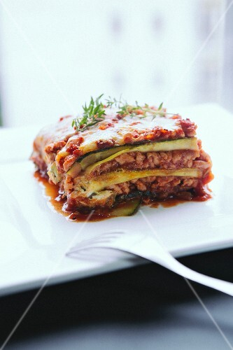 Low-calorie lasagne with minced meat and courgette