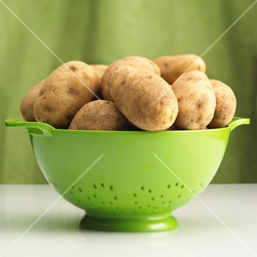 Floury Russet potatoes in a colander