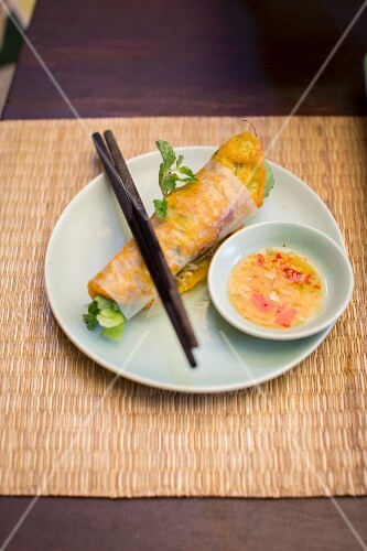 Pancake rolls with prawns (Vietnam)