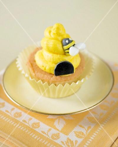 A honey-bee cupcake
