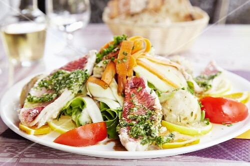 Mixed leaf salad with red mullet fillet