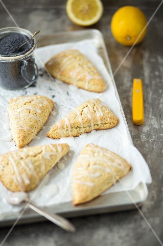 Lemon scones with poppyseeds