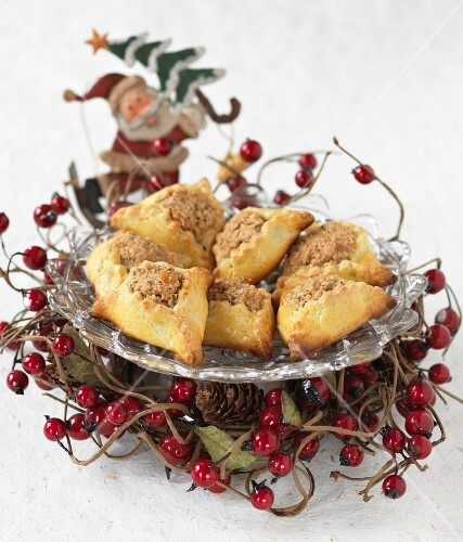 Nut-filled Christmas biscuits