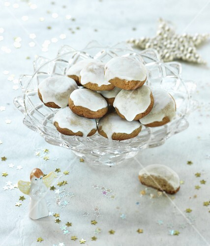 Spiced biscuits in a glass bowl
