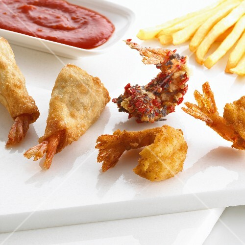 Fried prawns with fries and ketchup