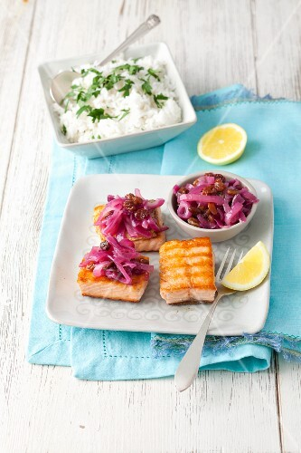 Grilled salmon with caramelized red onions, raisins and rice