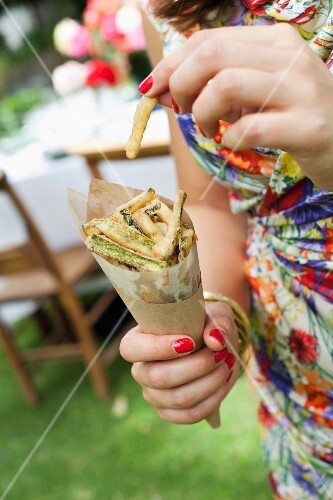 A cone of courgette fries