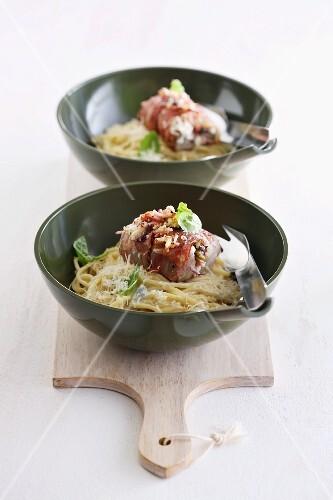 Mediterranean pork fillet on spaghetti with cheese