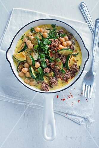 Oriental omelette with mincemeat, chickpeas and courgette