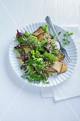 Herb salad with mushrooms and seeds