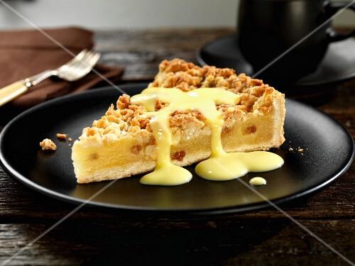 Apple crumble cake with vanilla sauce