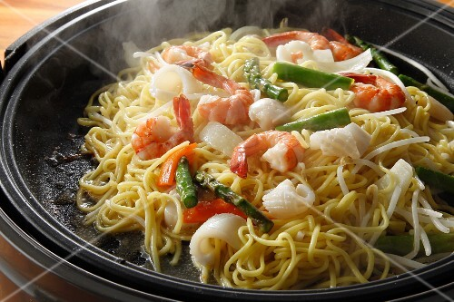 Chow mein with seafood (China)