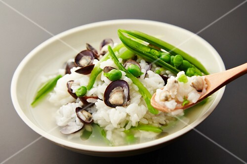 Rice soup with mussels and peas (Japan)