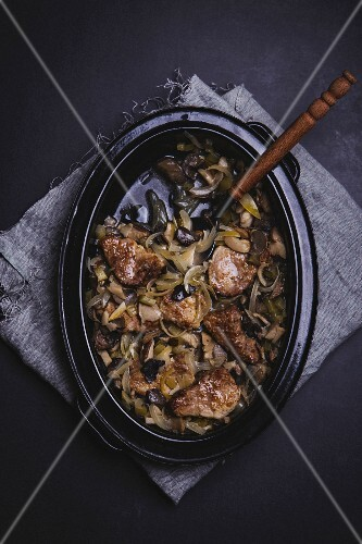 Braised pork with onions, cucumber, cabbage and mushrooms