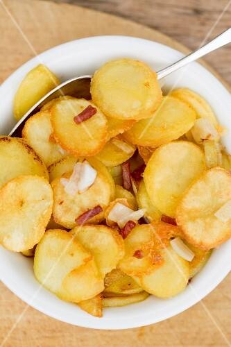 Bratkartoffeln mit Speckstreifen