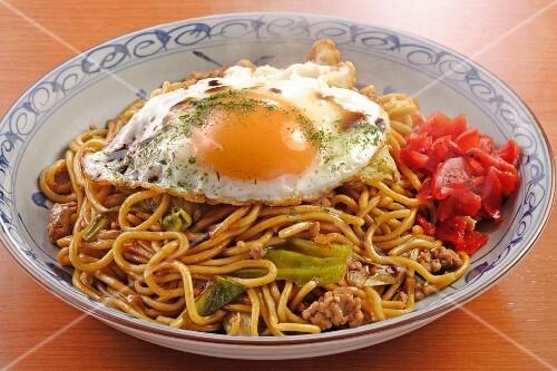 Yakisoba (Japanese noodle dish) with a fried egg
