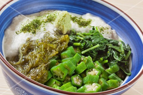 Sticky rice with seaweed and okra (Japan)