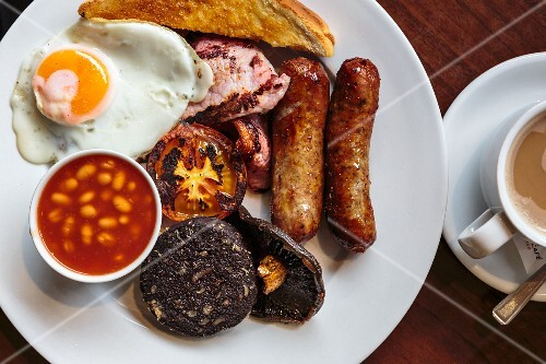English breakfast with egg, sausage, beans, vegetables and toast (England)
