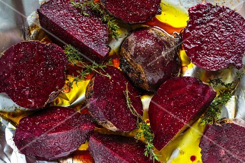 Oven-roasted beetroot with olive oil, balsamic vinegar and thyme on aluminium foil