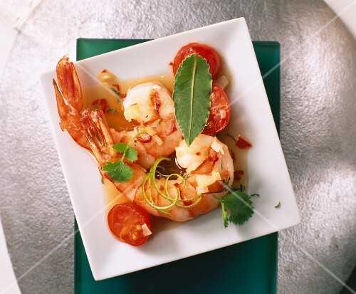 Prawns with coriander, thyme and tomatoes