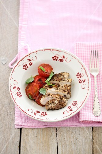 Spicy chicken breast with oven-roasted tomatoes